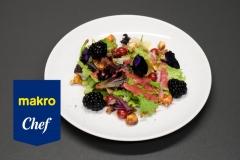 Salada de frutos vermelhos com vinagrete e queijo da ilha